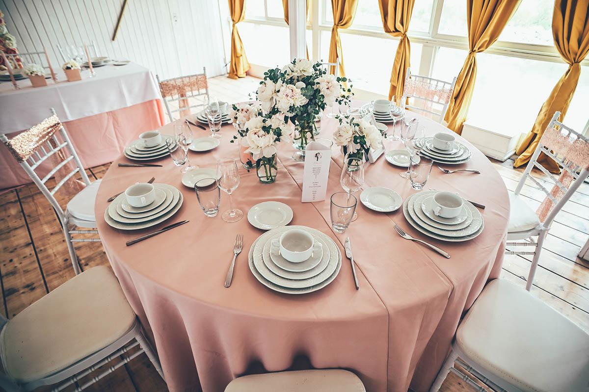 asztali teríték esküvőre hajón