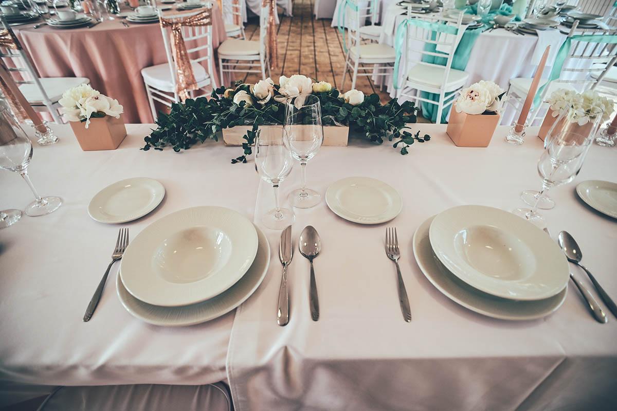 esküvői dekoráció főasztalra